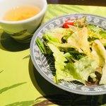 ガネーシャ - セットのサラダ&スープ。スープの代わりにヨーグルト選んでもOK