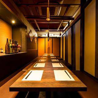『落ち着き』と『幻想的な雰囲気』が融合する2名~OKな個室!