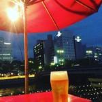 カフェ レガロ - テラス席での生ビールは格別です。生ビール500円