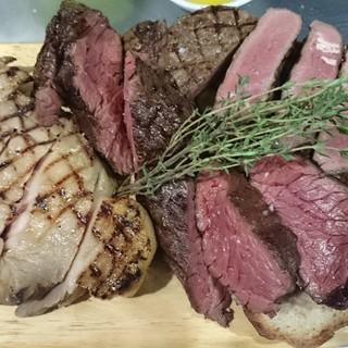 肉好きにはたまらない逸品!【酔っ払いの裏庭】