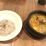 Spice&Sweets KAJU - 野菜とチキンのスープカレー 1000円