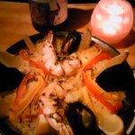 リングラツィオ - 魚介のパエーリャ。「安くて、ほんと、お得」だったのですが、随分と値上がりしました。素人料理にしては良かったのですが。