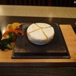 溶岩焼き×肉寿司 個室居酒屋 29house - カマンベールチーズの溶岩焼き