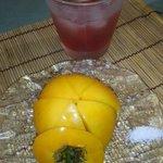 居酒屋 お箸の国 - 黄色いトマトとダバダ火振の梅酒