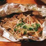 一品料理 ひとしな - 豚肉とキノコのホイル焼き