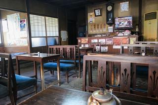 松尾食堂 - レトロな店内。