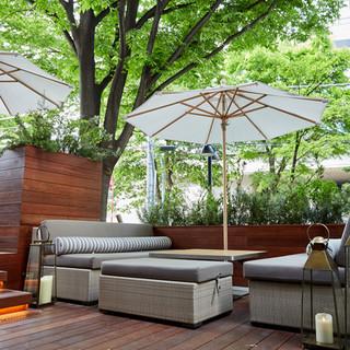 お天気の良い日には、テラス席で優雅にお過ごし下さい