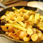アベス - ツブ貝とポルチーニ茸のエスカルゴバター炒め