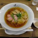 ラーメン ドゥエ エド ジャパン - 醤油らぁ麺+名古屋コーチン味玉