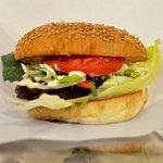 7551076 - 横から見たハンバーガー
