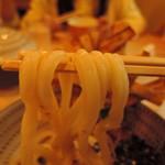 75511352 - 麺は極太麺ストレート&緩やかなウェーブ麺線 加水率は高めで、色白さん。