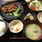 春日食堂 - 料理写真:豚ロースカツ定食=800円 (熊本産豚肉)