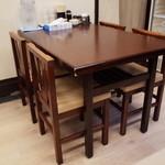ラーメン 佐吉 - テーブル席もあり