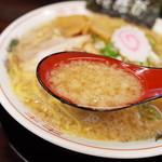ラーメン 佐吉 - スープは豚吉系のラーメンらしい味
