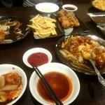 中華料理 満福苑 - 食い散らかし画像ですみません。50種類食べ飲み放題3000円(税込)。