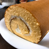 ありこるーじゅ - 料理写真:ロールケーキ断面。 生地が多めのタイプやね(*´∀`*)