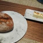 75525435 - ライ麦パン&バター