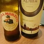 トラットリア エ ピッツェリア リンカント - 赤ワインボトルとモレッティ