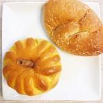 神戸屋フォーニル - コク旨ビーフ焼きカレーパン @227円 えびすかぼちゃクリームパン @238円