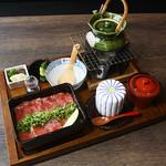 松阪牛レアステーキと鮪の半々重