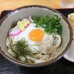 かしむらうどん - 料理写真:黄身の周りは山芋でーす 薬味が凄い:(;゙゚'ω゚'):