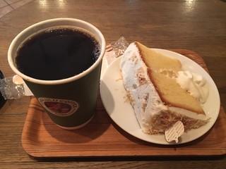 ホノルルコーヒー 麻布十番店 - コナブレンドとココナッツシフォンケーキで939円