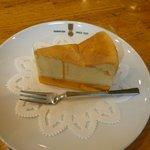 7553180 - ベイクドチーズケーキ(360円)