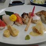 7553987 - 旬のネタを使った握り寿司