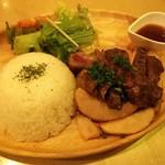 75530976 - 牛モモ肉とトモバラ肉の盛合せプレート