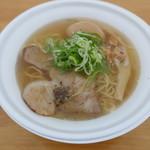 麺屋 宗 - トリュフ香る金色塩らぁ麺1100円