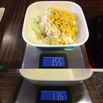 ケンタッキーフライドチキン - 「サラダ」総重量(実測値)219g。