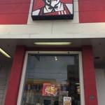 ケンタッキーフライドチキン - 『ケンタッキーフライドチキン 小野原店』店舗入口上にあるカ-ネルサンダース。