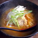 """日本食レストラン 祭 - 「佐野ラーメン」(750円)。佐野ラーメンの定義は曖昧で、""""栃木県佐野市""""で供されるラーメン、という程度のようだ。まあ、他のご当地ラーメンも似たり寄ったりだが。"""