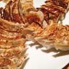 餃子の福包 - 料理写真:大皿焼き餃子 30個 @1,300円 皮にもっちり感も備えた、つまみにいい餃子。