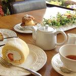 レイクサイドガーデン&カフェ - シフォンロール、シュークリーム、チーズケーキ