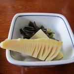 雑魚 - 最初の小鉢はタケノコの御煮つけです