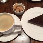 ディアログ - チョコレートのタルトとコーヒー