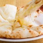 タンドリーキッチン - チーズナン