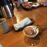 富来助 - デザート   アイス 奥が海鮮ランチ 見づらいが。