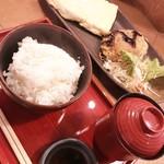焼き鳥と麹 一石五鳥 - だしまき定食 780円