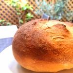 トラットリア パッツォ - 自家製セモリナ粉パン!