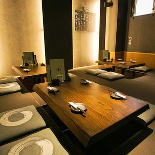 落ち着いた和モダンな個室空間で厳選食材のお料理とお酒を嗜む
