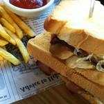 BARN COFFEE - ローストビーフのサンドイッチ