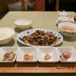 75567001 - 農家楽ランチセット(1,500円) 選べる主菜と、前菜4種、四川ピクルス、ライス、スープ、食後に手作りの四川豆花 付き。