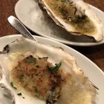 イルモンドピッコロ - 殻付き牡蠣のガーリックバター焼き ガーリックバターにパン粉がサックサク、カンパーニュにバターを付けても最高。