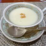 ゆたか - ハンバーグに付くじゃが芋のスープ