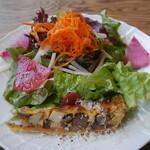 パルゴロ - 前菜 ごぼう、里芋入りのキッシュ、季節野菜のサラダ