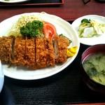 とんかつとん川 - 料理写真:ヒレカツ定食(上)1600円
