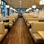北菜亭 - テーブル席並ぶ広い店内です。
