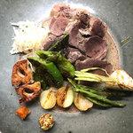 辺銀食堂 - コース料理例(西表島野生イノシシの茹で豚)